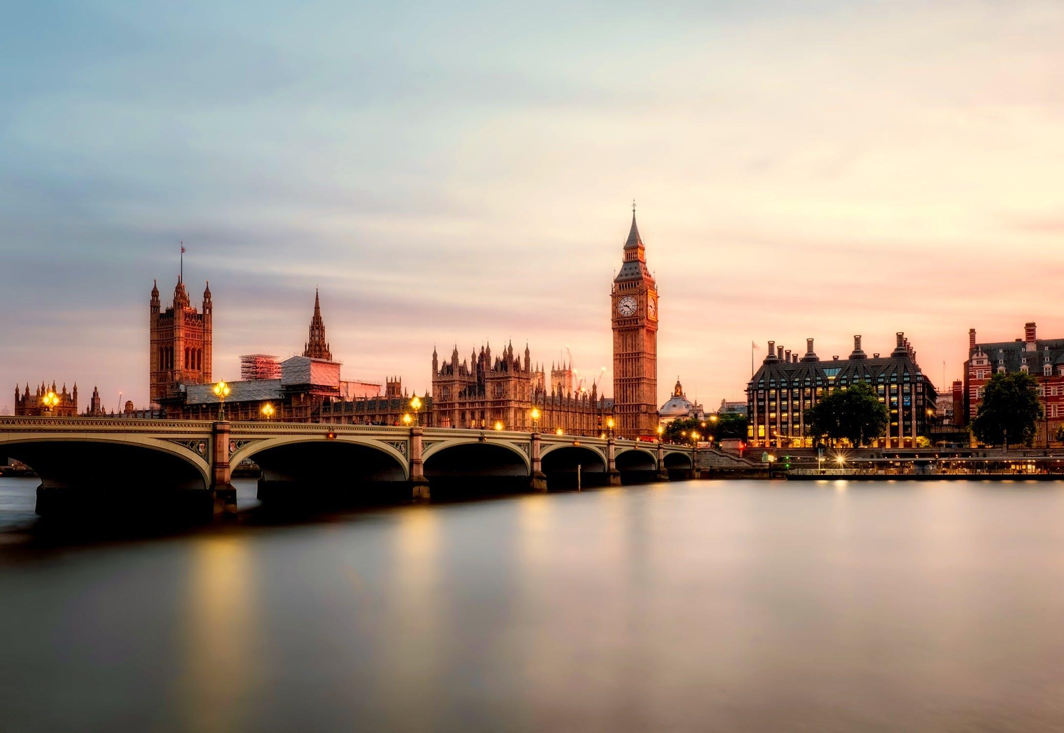 英国公司的商业文件使馆公证认证的资料有哪些?